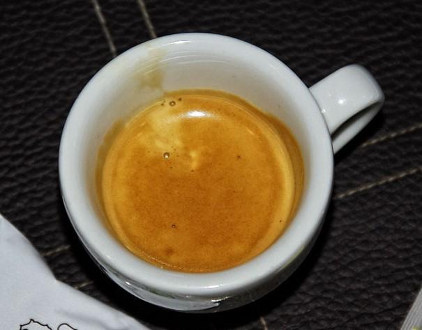 Crema, krém a kávé tetején