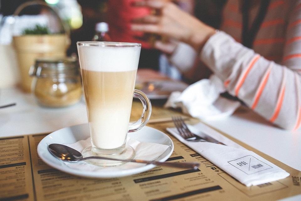 Kis kávékalauz 2 - tejes italok - Latte machiato